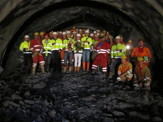 Durchschlag des Padastertunnels und Anschlag des Saxenertunnels
