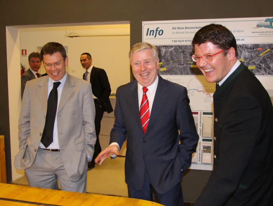 EU TEN-1 Koordinator Pat Cox zu Besuch im Infopoint