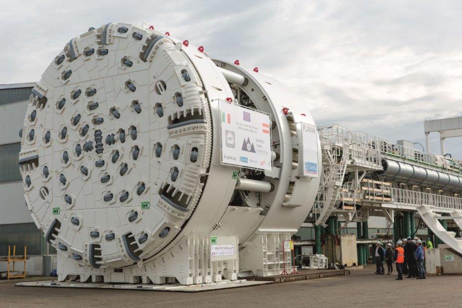 Tunnelbohrmaschinen für die Hauptröhren in Mauls werden angeliefert